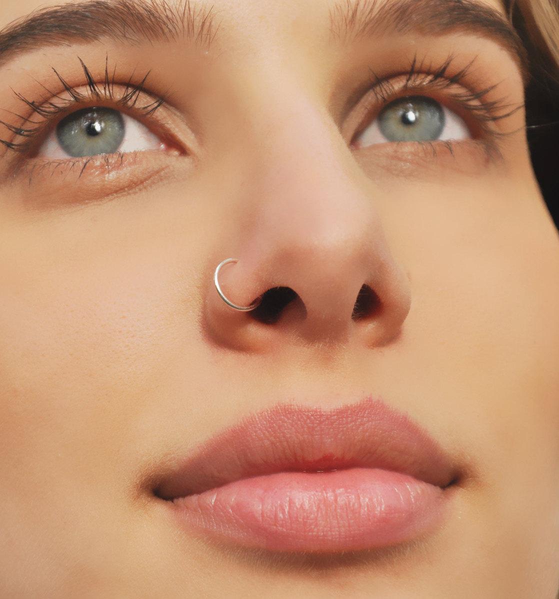 Девушки с кольцом в носу сбоку