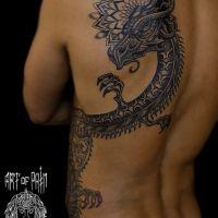 Мужская татуировка на спине