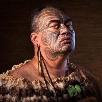 Мужская татуировка племени маори на лице