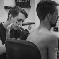На курсах можно научиться набивать тату