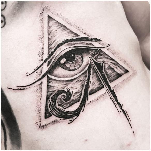 Уаджет – глаз Гора в татуировке
