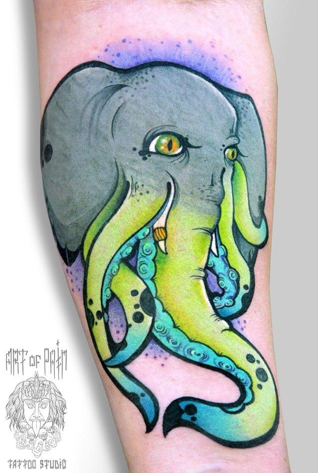 Татуировка мужская акварель на предплечье слон