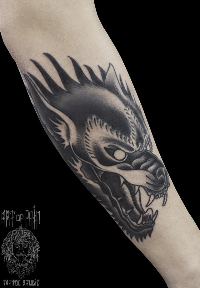 Татуировка мужская графика на предплечье цербер