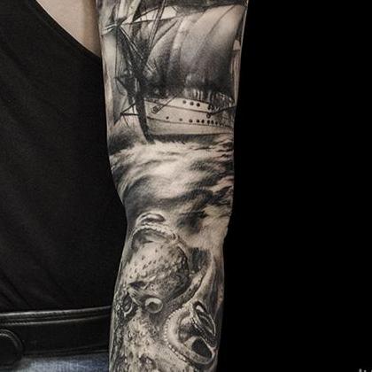 Татуировка мужская Black&Grey рукав корабль