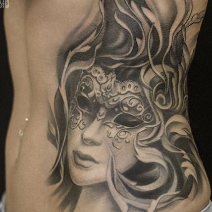 Татуировка женская Black&Grey на боку портрет