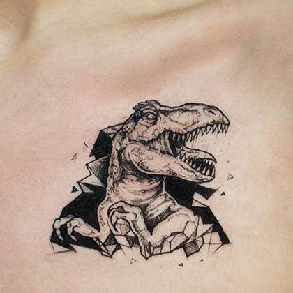 Татуировка женская графика на груди динозавр