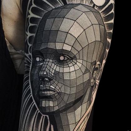 Татуировка мужская графика на плече портрет