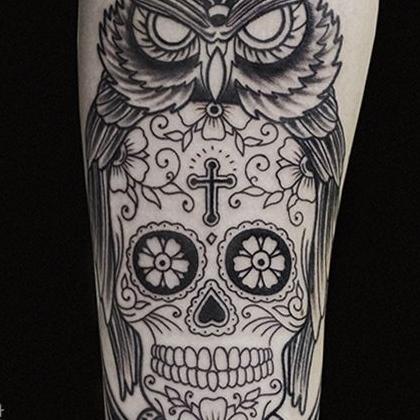 Татуировка мужская графика на предплечье сова