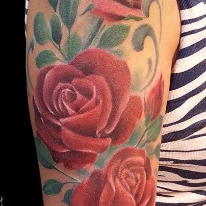 Татуировка женская реализм на плече роза