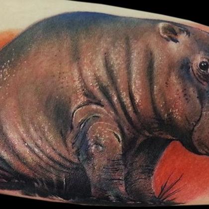 Татуировка женская реализм на предплечье животные