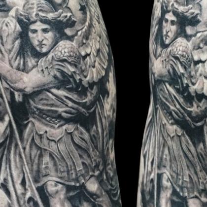 Татуировка мужская реализм на плече христианская