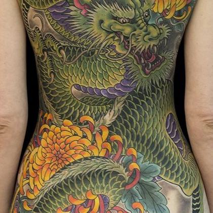 Татуировка женская япония на спине дракон