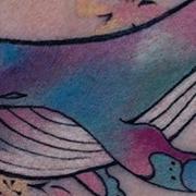 Татуировка женская акварель на ключице кит