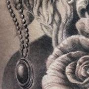Татуировка женская Black&Grey на бедре лев