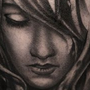 Татуировка мужская Black&Grey на икре девушка