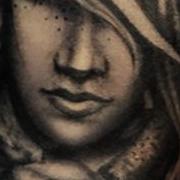 Татуировка мужская Black&Grey на предплечье девушка