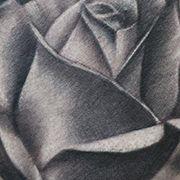 Татуировка женская Black&Grey на ноге роза