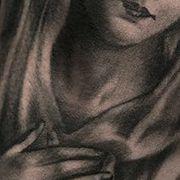 Татуировка мужская чикано на плече мадонна