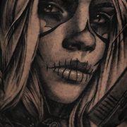 Татуировка женская чикано на бедре муэрте