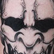 Татуировка женская графика на предплечье маска