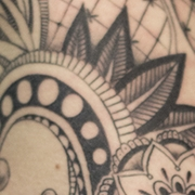 Татуировка женская графика на боку орнамент
