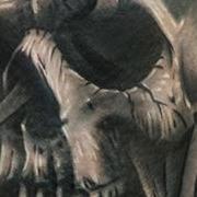 Татуировка женская хорор на бедре череп