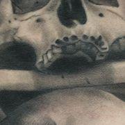 Татуировка мужская хорор на ребрах череп
