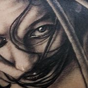 Татуировка мужская хорор на предплечье девушка
