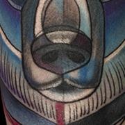 Татуировка женская нью-скул на предплечье белый мишка