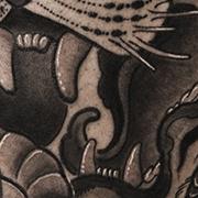 Татуировка мужская япония на бедре тигр и змея