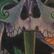 Татуировка мужская нью скул на икре череп