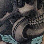 Татуировка мужская олд скул на предплечье череп