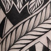 Татуировка мужская полинезия на плече узор