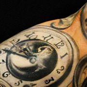 Татуировка мужская реализм рукав часы