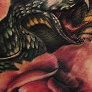Татуировка женская реализм на лопатке цветы