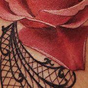 Татуировка женская реализм на икре роза