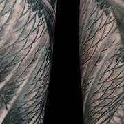 Татуировка мужская реализм на предплечье рыбы