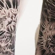 татуировка мужская реализм тату-рукав девушка и песочные часы