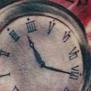 Татуировка мужская треш полька на боку часы