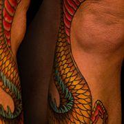 Татуировка женская япония на ноге дракон