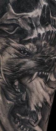 Татуировка мужская Black&Grey на икре волк