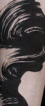 Татуировка мужская графика на предплечье девушка