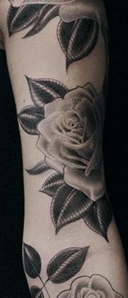 Татуировка женская олд скул рукав цветы