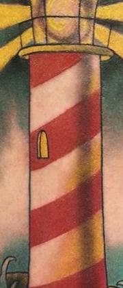 Татуировка мужская олд скул на икре маяк