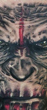 Татуировка мужская реализм на предплечье обезьяна