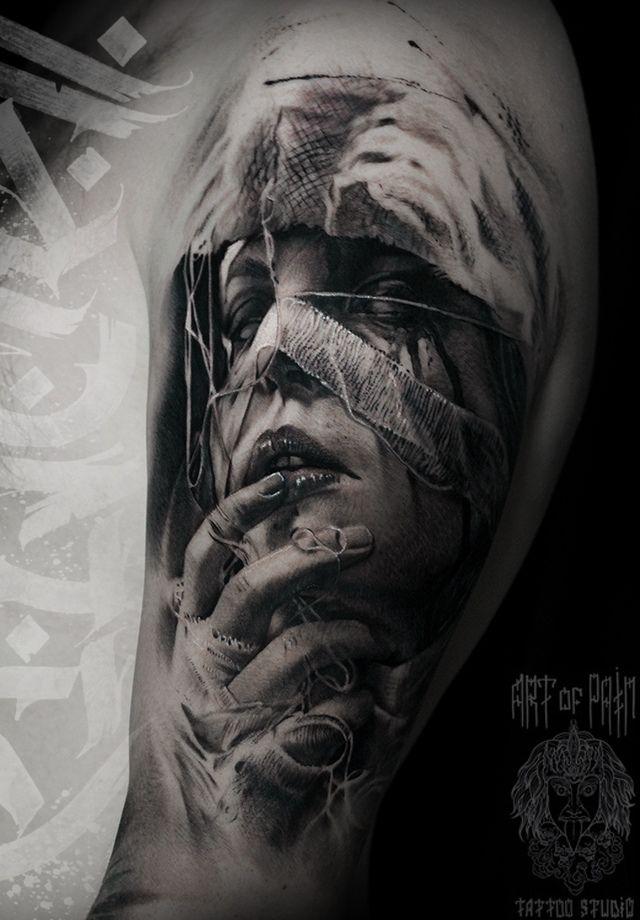 Татуировка мужская реализм на плече девушка в бинтах – Мастер тату: Слава Tech Lunatic