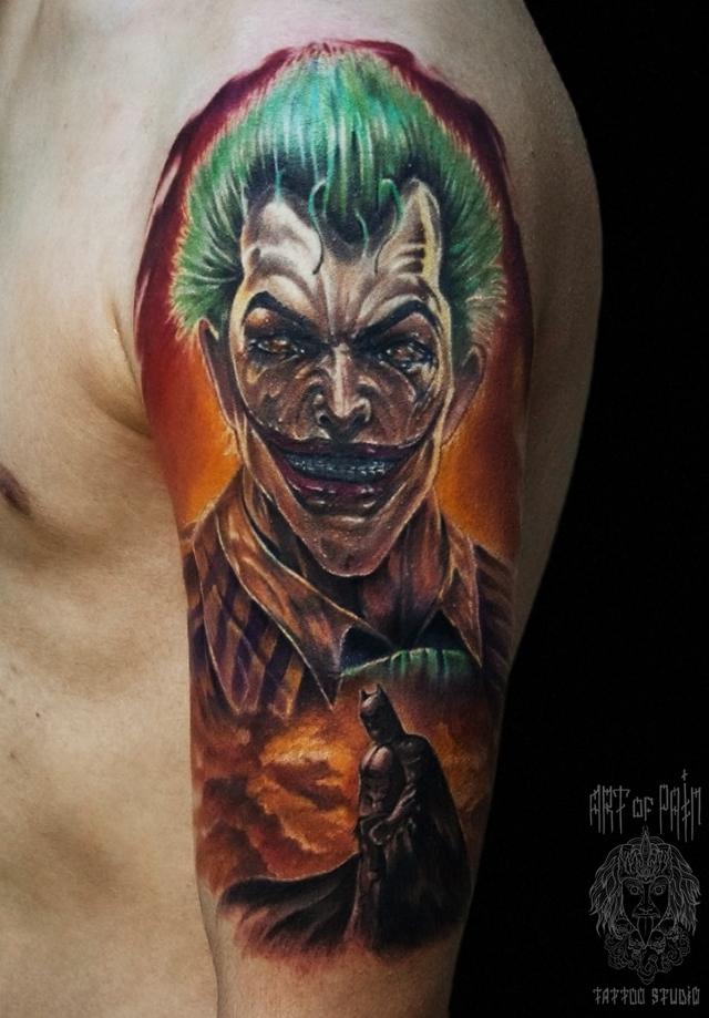 Татуировка мужская реализм на плече Джокер – Мастер тату: Вадим Борисочкин