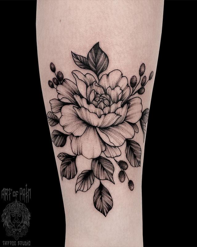 Татуировка женская графика на голени цветы – Мастер тату: Юлия Линту