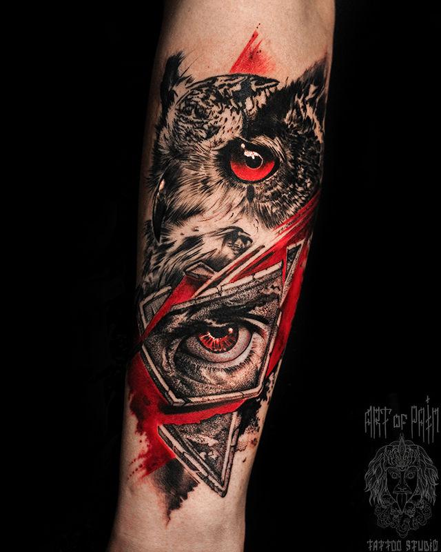 Татуировка мужская реализм и треш полька на предплечье сова, глаз – Мастер тату: Слава Tech Lunatic