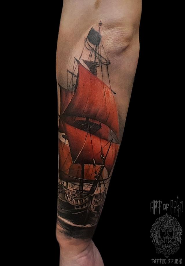 Татуировка мужская реализм на предплечье корабль с алыми парусами – Мастер тату: Слава Tech Lunatic